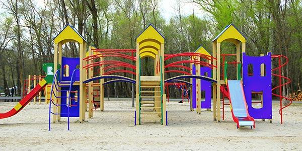 Spielplatz-mit-HPL-Platten